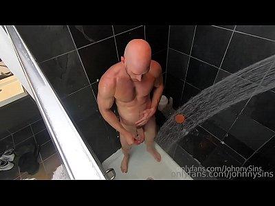 Homem Batendo Punheta Na Hora Do Banho