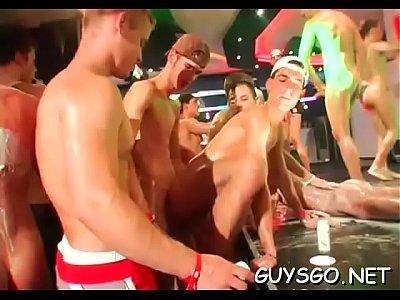 Videos Gays Xvideos Com Novinhos Safados Fazendo Putaria Na Boate Gay